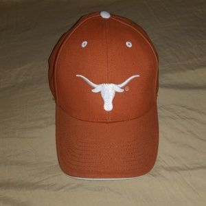 Stap back hat.